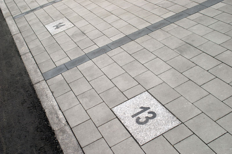 numery na parkingu
