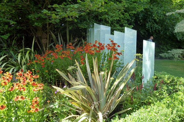 panele-szklane---nowoczesna-instalacja-w-ogrodzie
