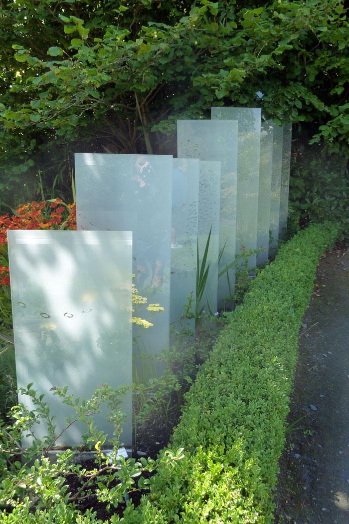 panele-szklane---nowoczesna-instalacja-w-ogrodzie2