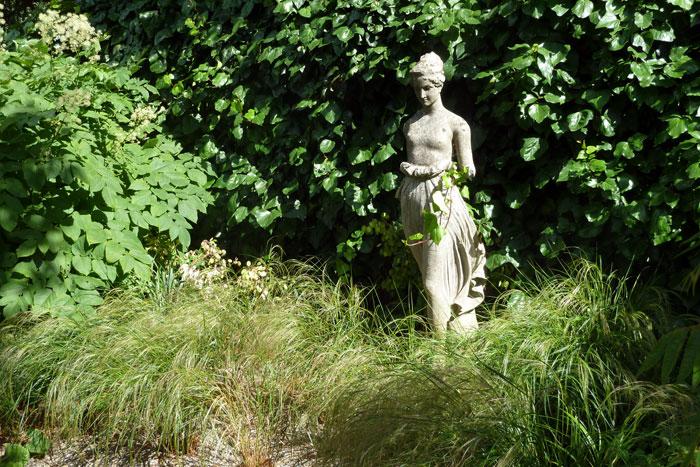 pasąg-kobiety---nawiązanie-do-ogrodu-historycznego