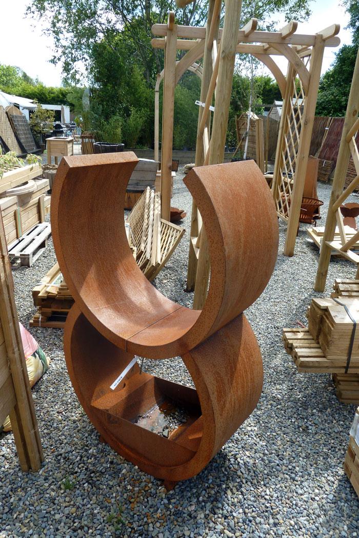 rzeźba-z-cortenu-w-sklepie-ogrodniczym2