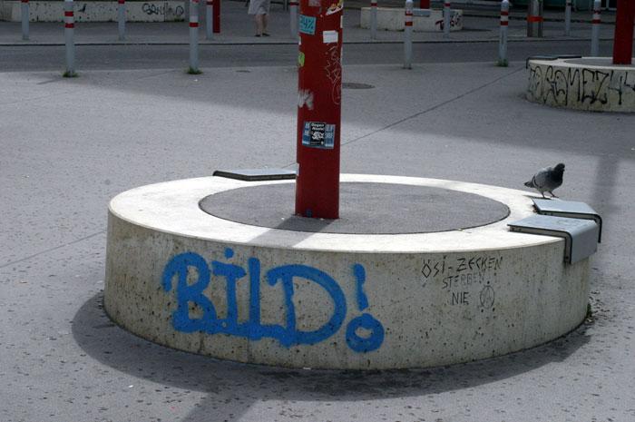 ławki-na-murku-betonowym